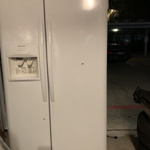 Frigidaire Refrigerator for Sale in Houston, TX