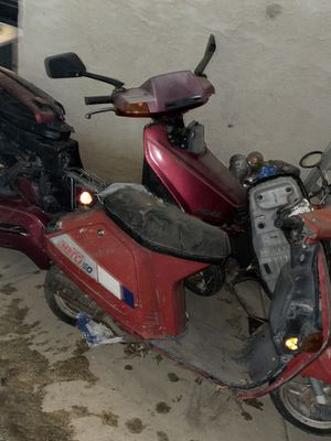 250 mo ped ans 50cc Honda for Sale in Lancaster, CA