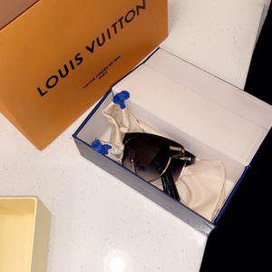 Louis Vuitton Foldable Sunglasses for Sale in Houston, TX