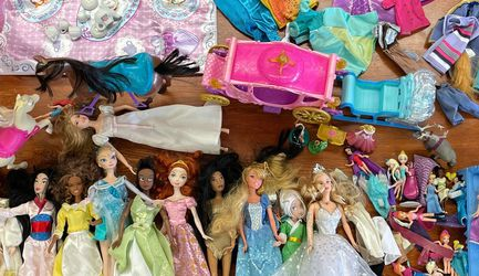 Barbie (Disney And Holiday) Doll Lot for Sale in Everett,  WA