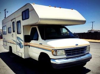 Automatic hydraulic leveling 1995 FLEETWOOD JAMBOREE SEARCHER 24FT for Sale in Humble,  TX