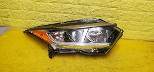 2019 - 2020 HONDA CHR CH-R RIGHT HEADLIGHT PASSENGER SIDE HALOGEN LED GENUINE USED OEM NICE .D12 for Sale in Compton, CA