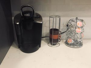 Keurig coffee machine, coffee cups and pod stand for Sale in Atlanta, GA