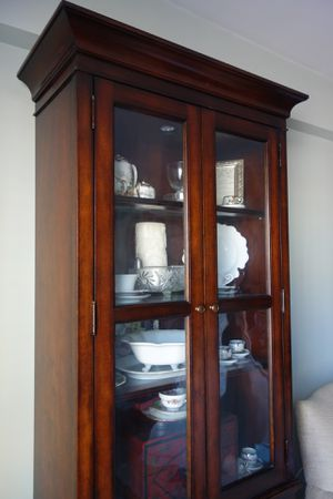Bernhardt display cabinet with lighting for Sale in Brooklyn, NY