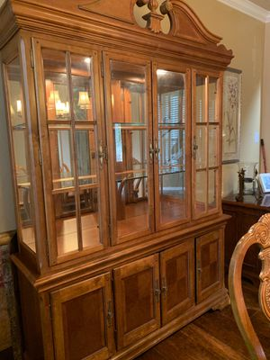 Hutch, Dining Table and 6 chairs for Sale in Cedar Park, TX