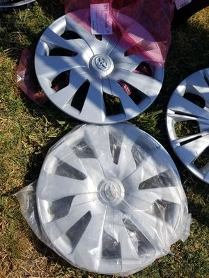 Toyota wheel cover and hubcaps for Sale in Sacramento, CA