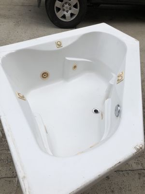 Garden Tub with jets and heater for Sale in Poquoson, VA