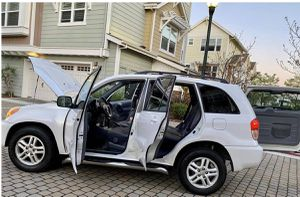 Perfectlyy2OO2 Toyota RAV4 AWDWheelsCleanTitle for Sale in New Haven, CT