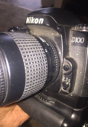 Nikon D100. Nikkor lens 35/80 battery park for Sale in Sacramento, CA