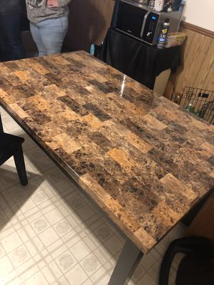 Nice sturdy table for Sale in Streamwood, IL