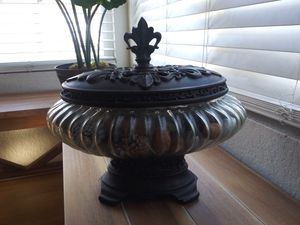 GLASS FRENCH QUARTER POTPOURRI JAR for Sale in Moreno Valley, CA