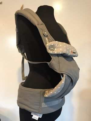 Ergobaby 360 All Carry Positions Ergonomic Baby Carrier - Gray for Sale in Everett, WA