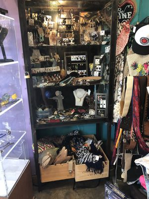 Metal and glass locked display case for Sale in Fresno, TX