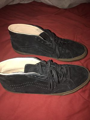 Brand new NEVER worn black vans with gum bottoms $35 10/10 condition NEVER WORN for Sale in Phoenix, AZ