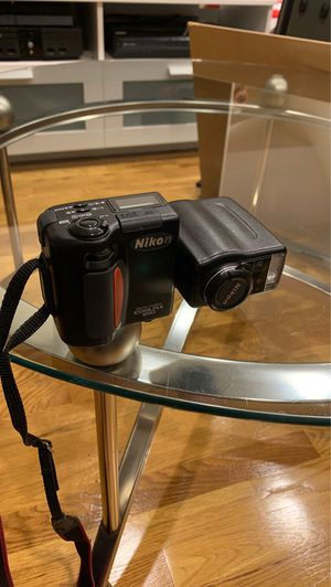 Nikon Coolpix 950 Vintage Camera with carrying strap and 16 GB SanDisk memory card for Sale in Boston, MA