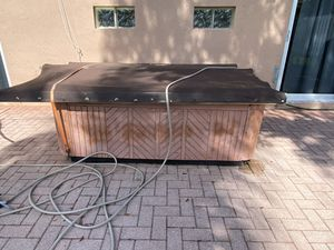 Hot Tub ***must go asap*** for Sale in Lake Worth, FL