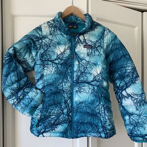 Patagonia Girls XL 14 Down Winter jacket Coat Sweater for Sale in Willowbrook, IL