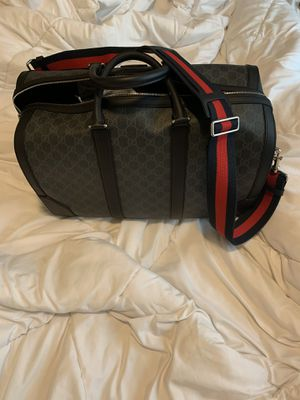 Gucci gg supreme duffle bag for Sale in Los Angeles, CA