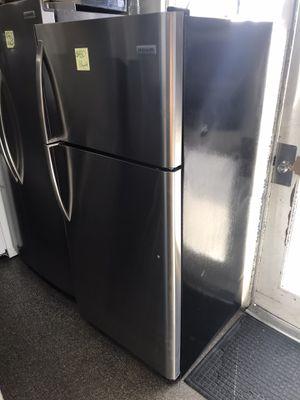 Frigidaire top freezer 18cu ft for Sale in Fontana, CA