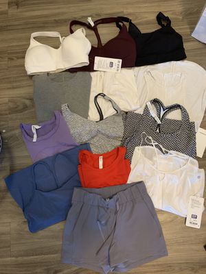 Lululemon clothing 4 6 8 for Sale in Milpitas, CA