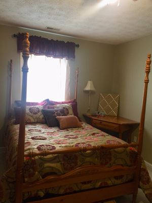 Broyhill 5 Piece Bedroom Set for Sale in Proctorville, OH