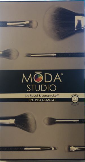 Moda Studio 8pc pro glam set NEW brushes for Sale in Riverview, FL