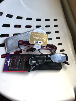 2 different readings glasses 👓 brand new paid 19.99 plus tax each and plus the little bags that goes in. Each pair $15 black and pink color for Sale in Burlington, WA