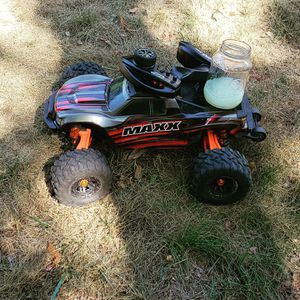 Traxxas maxx upgraded wide arms battery and charger for Sale in The Bronx, NY