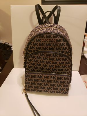 Medium backpack Michael kors authentic brand new with wallet for Sale in Garden Grove, CA
