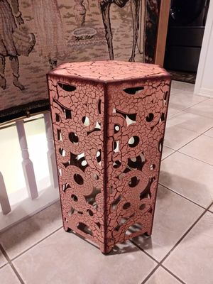 Unique small metal end table for Sale in Thornton, CO