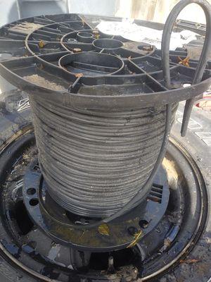Cable de bajo boltaje para luzes de jardín el rollo esta nuevo es de 500 pies use sólo 150 for Sale in Tracy, CA