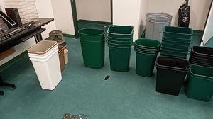 Trash cans of various sizes for Sale in Los Angeles, CA