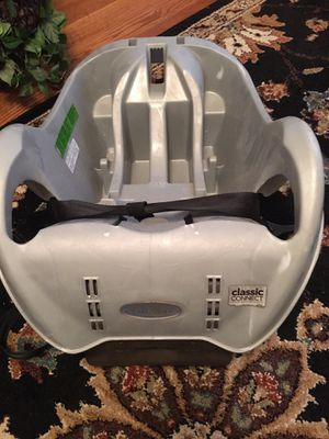 Car Seat Base Graco Classic Connect Expires 2022 for Sale in WESLEYAN COL, NC
