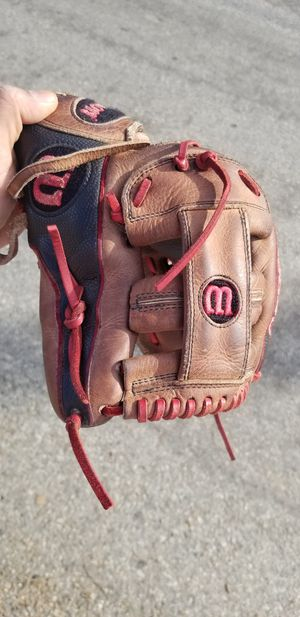 A2000 wilson baseball glove for Sale in Los Angeles, CA