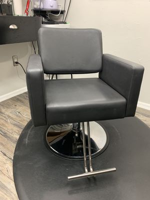 Salon Chair- Like New for Sale in Winter Springs, FL