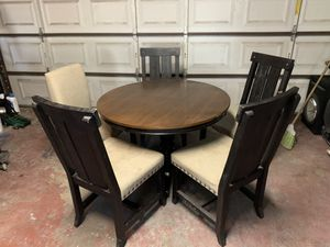 Dining room table for Sale in Fontana, CA
