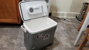 Igloo electric cooler for Sale in Los Angeles, CA