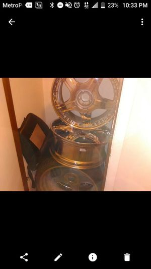 22 inches 5 lug chrome rims for Sale in Columbus, OH