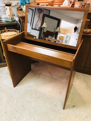 🚧🛍CURBSIDE 50% OFF SALE🚗🚧 MCM VTG SOLID WOOD 60sCIRCA VANITY DESK $FIRM *Zelle Paypal Holds *FREE 🚚 EAST LOCAL GROUND for Sale in Lake Worth, FL