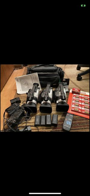 Lot of 3 digital GL1 Canon video cameras & accessories for Sale in Lombard, IL