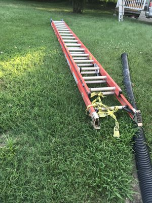 Wenner fibra glass 32' extension ladder for Sale in Adelphi, MD