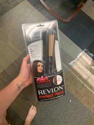 Revlon hair straightener for Sale in Rancho Cucamonga, CA