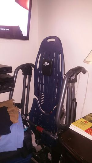 Hangs up table ,like new to relieve back pressure,herniated disc for Sale in Hialeah, FL