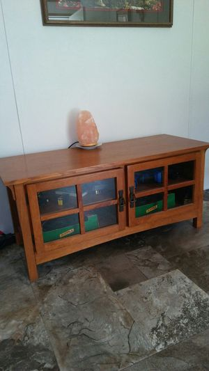 Mission style wood tv stand for Sale in Markleysburg, PA