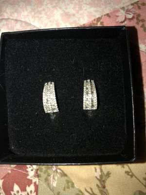 1 Ct white diamond earrings hoops for Sale in Las Vegas, NV