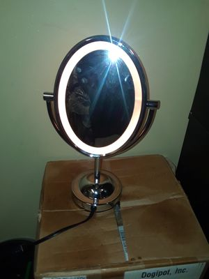 Lighted vanity makeup mirror for Sale in Binghamton, NY