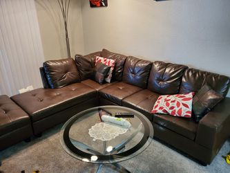 Brand new 7 seats brown sectional couch, with floor lamp, and coffee table for Sale in Las Vegas,  NV