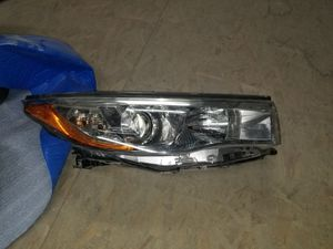R Headlight for a 2015 Toyota highlander for Sale in Las Vegas, NV