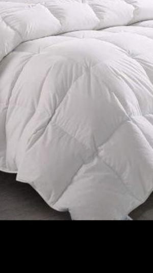 Colchas blancas queen y full nuevas de polyester for Sale in Fontana, CA