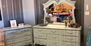 Grey 3 piece beautiful bedroom set for Sale in Las Vegas, NV